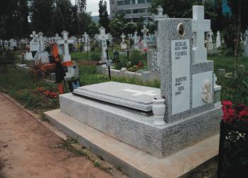 sim constructii funerare